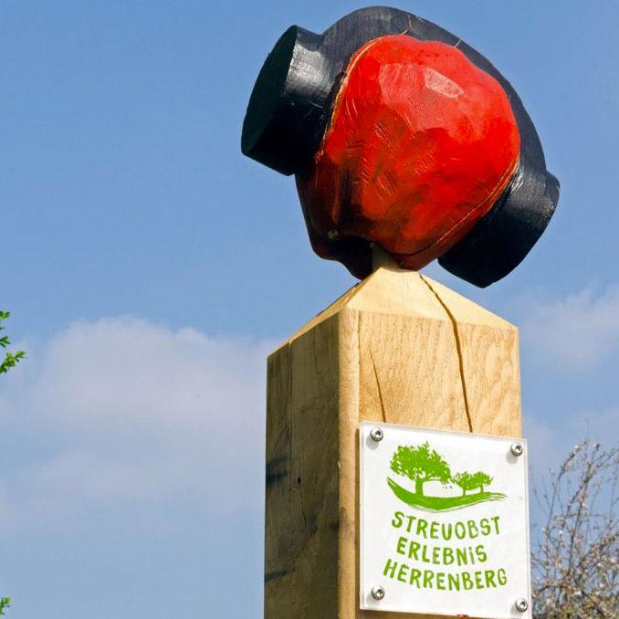 Stele mit Lauschtour-Apfel